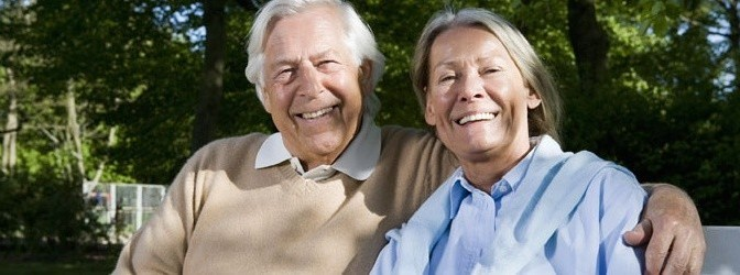 Älteres lächelndes Paar
