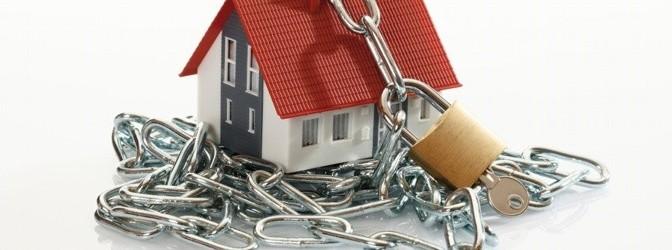 Haus mit Kette und schloss gesichert