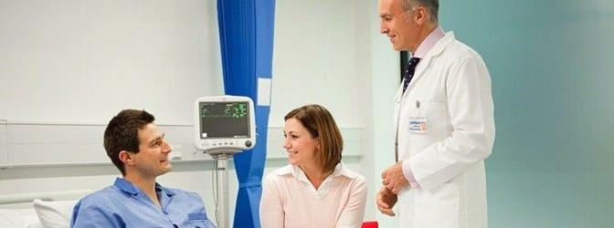 Arzt am Patientenbett