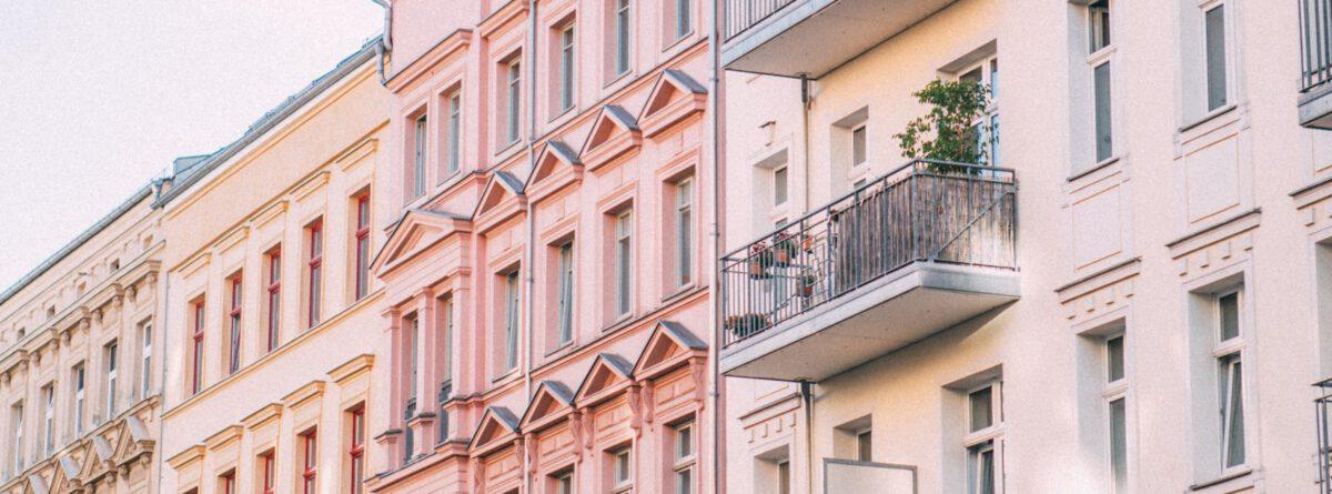 Fassaden mehrerer Wohnhäuser